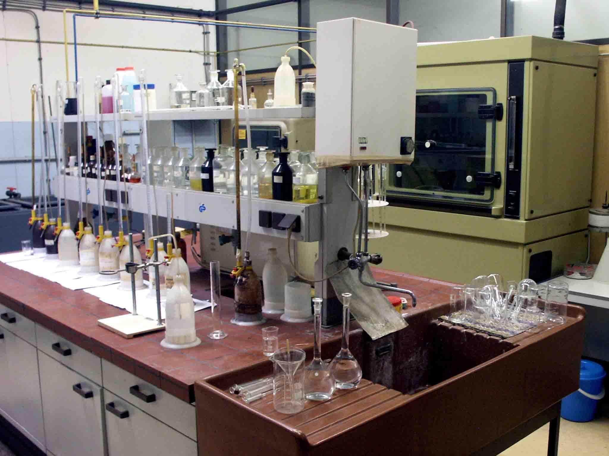وسایل و لوازم آزمایشگاه آب